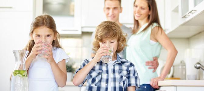 Dbajte na pitný režim svojich detí: Na toto treba myslieť počas horúcich dní