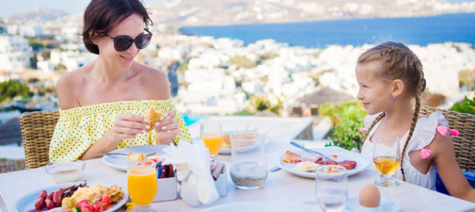 Leto sa začalo: Ako sa správne stravovať na dovolenke?